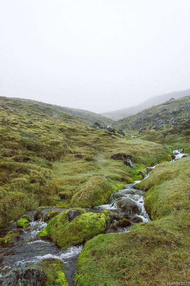Ascension champ de mousse, rivièreHvannadalshnjúkur