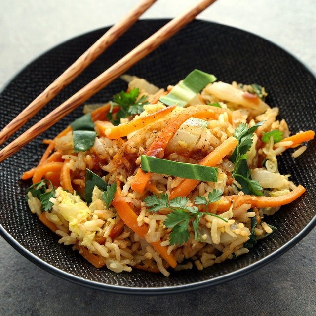 Plat végétarien panier Les Popotes Nasi Goreng indonésien