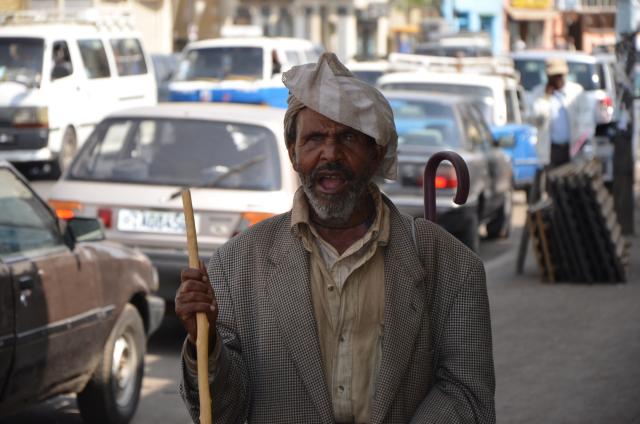 Un aveugle dans les rues d'Addis Abeba