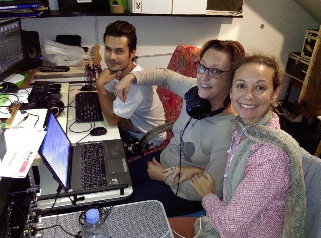 Samuel Melade, Sylvie Chaussée-Hostein et Iza Altemer enregistrent les acteurs.