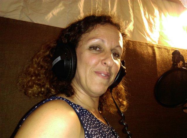 Céline Lombardo en plein enregistrement.
