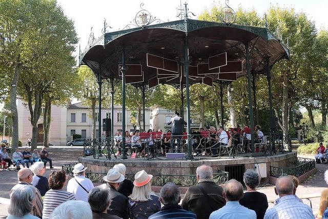 Le kiosque de Mazamet avec les harmonies Barral-Lacrouzette et Eveil Roquecourbain en concert, le 24 septembre 2017
