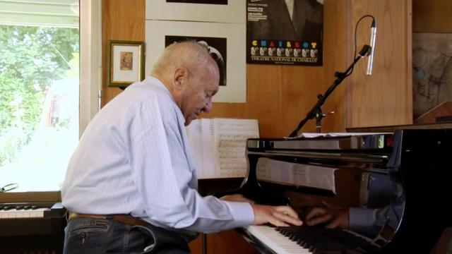 Claude Bolling dans son studio de travail